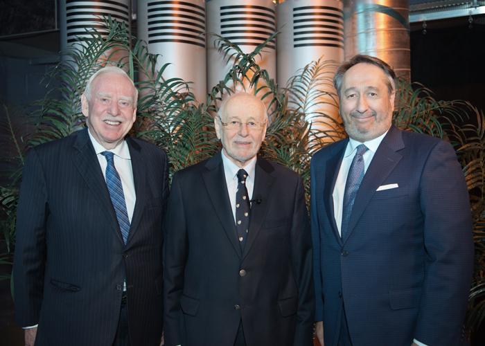 Robert Parizeau, coprésident du comité de coordination du fonds Gérard-Parizeau, Jacques Légaré, lauréat du prix Gérard-Parizeau 2017, et Michel Patry, directeur de HEC Montréal.