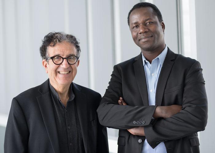 (De gauche à droite) le professeur Taïeb Hafsi et l'étudiant au doctorat Saouré Kouamé